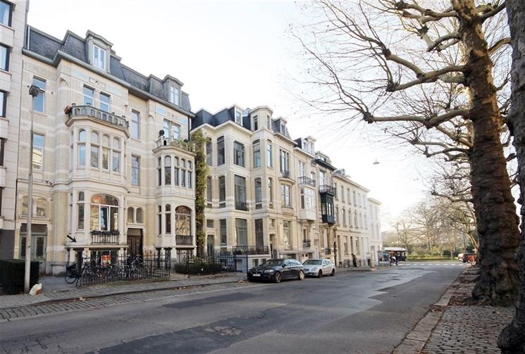 Aangenaam appartement met tuin vlakbij het Sint-Pietersstation!
