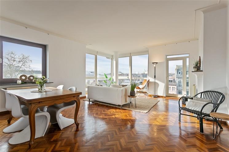 Ruim appartement met 5 slpk op unieke centrumlocatie