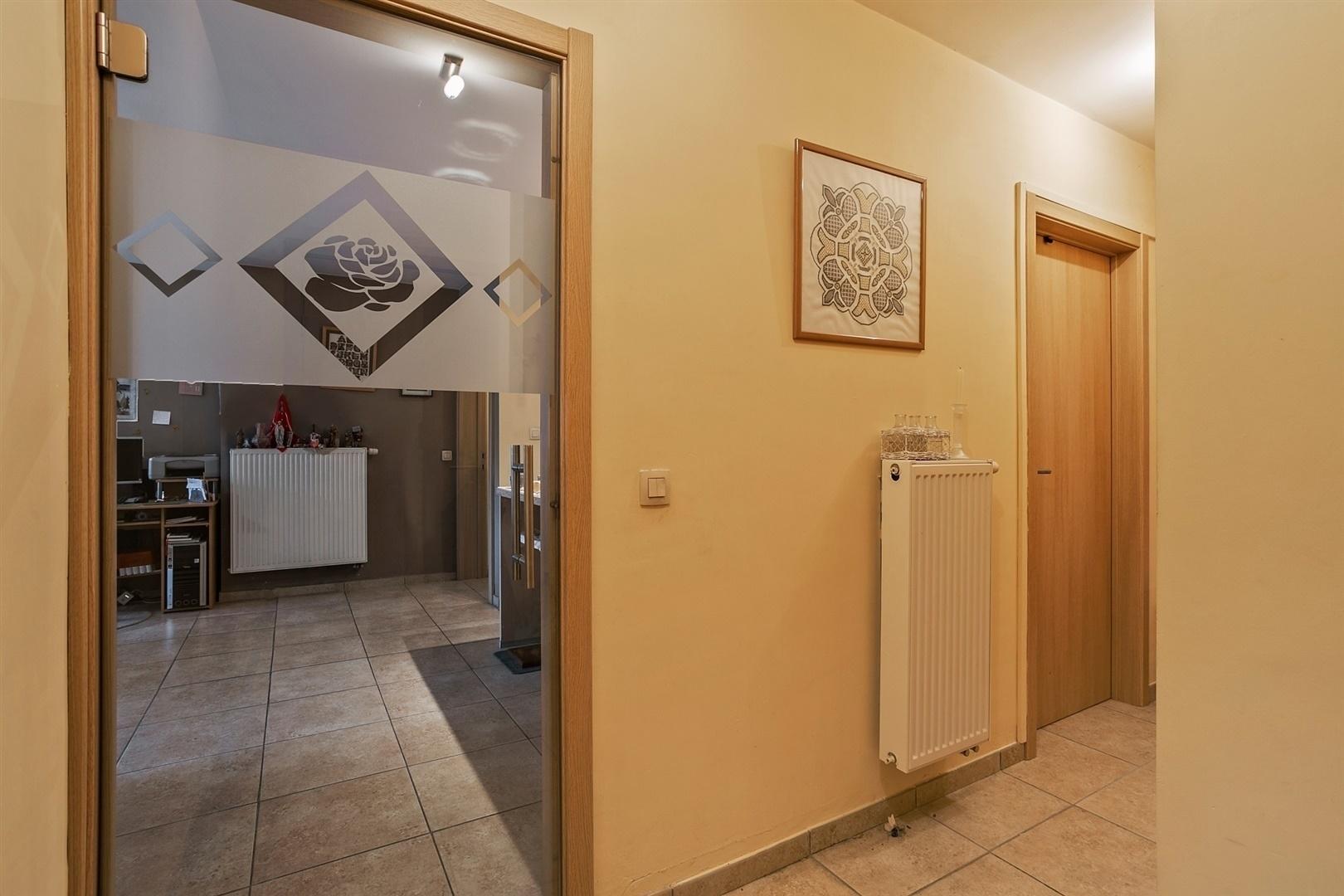 Lichtrijk gelijkvloers appartement met 2 slaapkamers