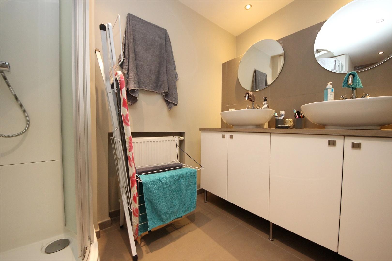 Gezellig appartement met open slaapruimte en ruim terras