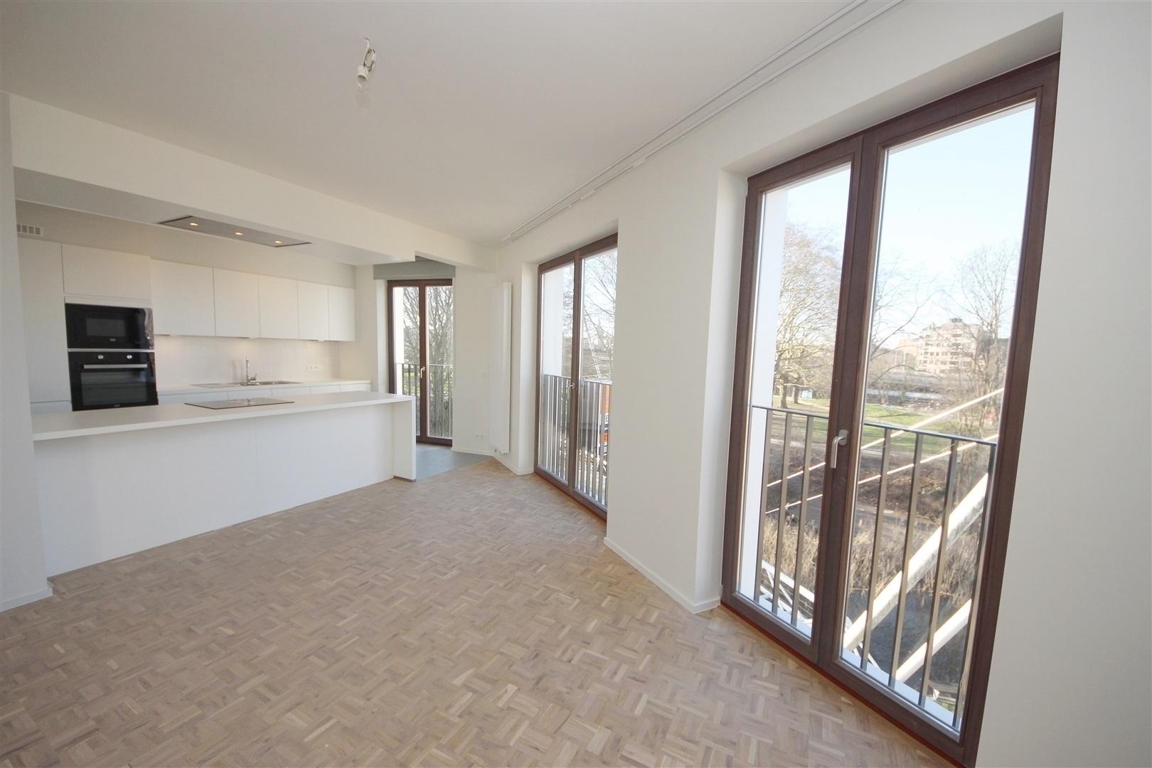 Lichtrijk 3 slaapkamer-appartement met uniek zicht op het Keizerpark!