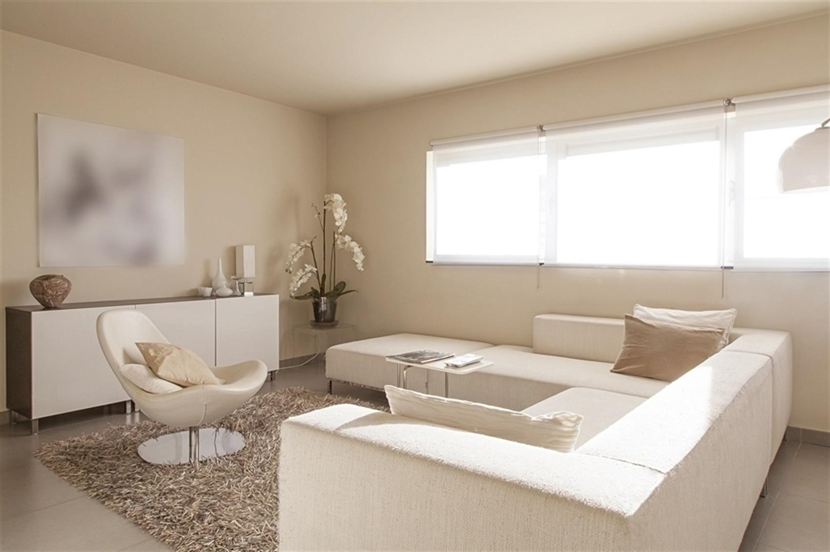 Aangenaam duplex-appartement met dakterras vlakbij belangrijke invalswegen