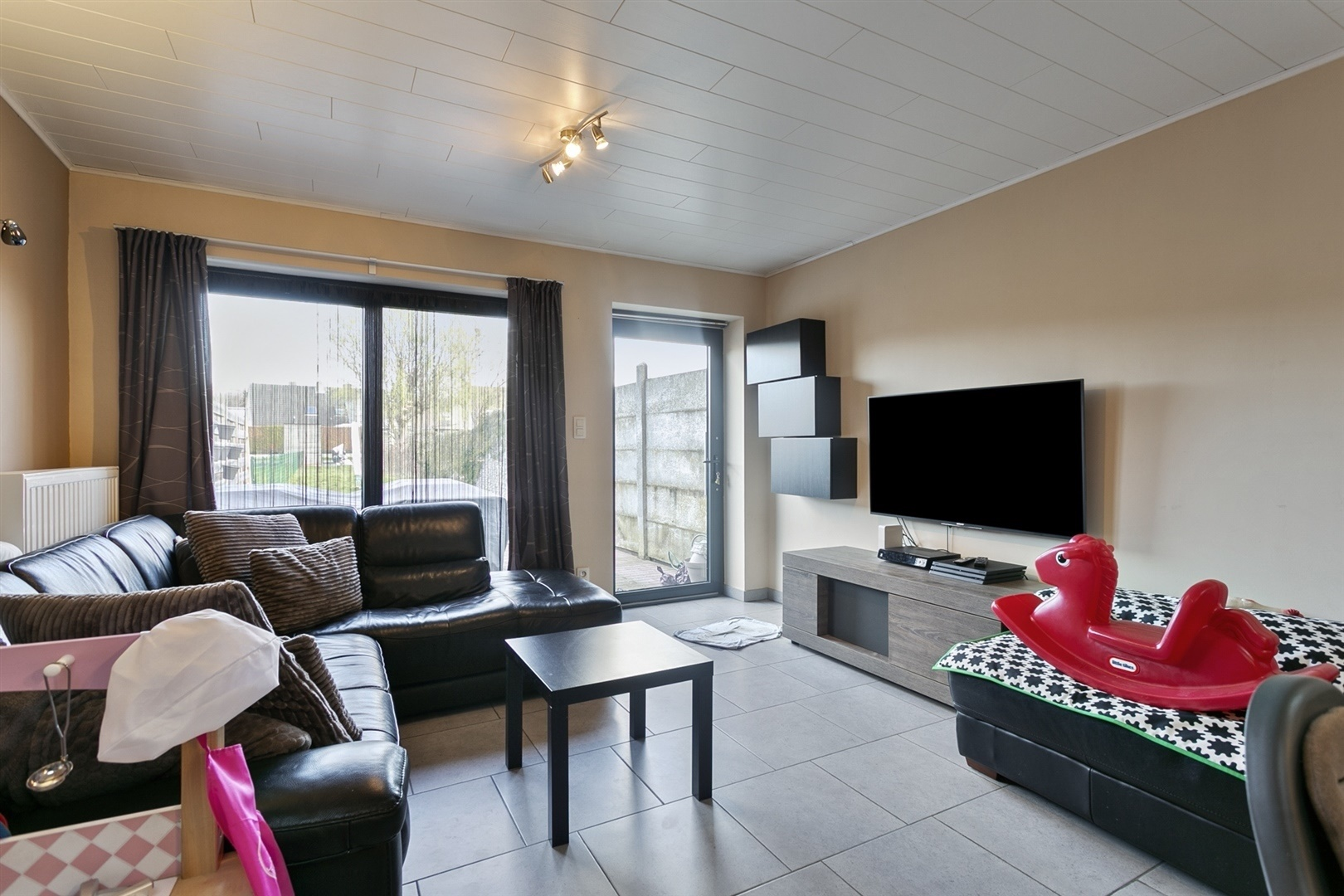Perfect instapklare rijwoning met 3 slaapkamers en ruime tuin