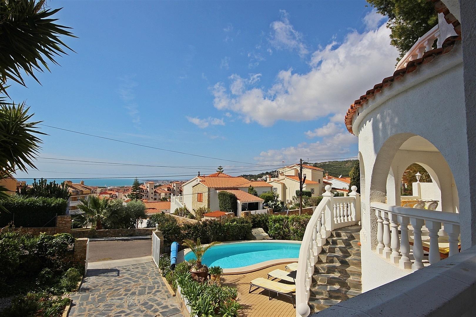 Prachtige Spaanse villa met verwarmd privé zwembad en zeezicht