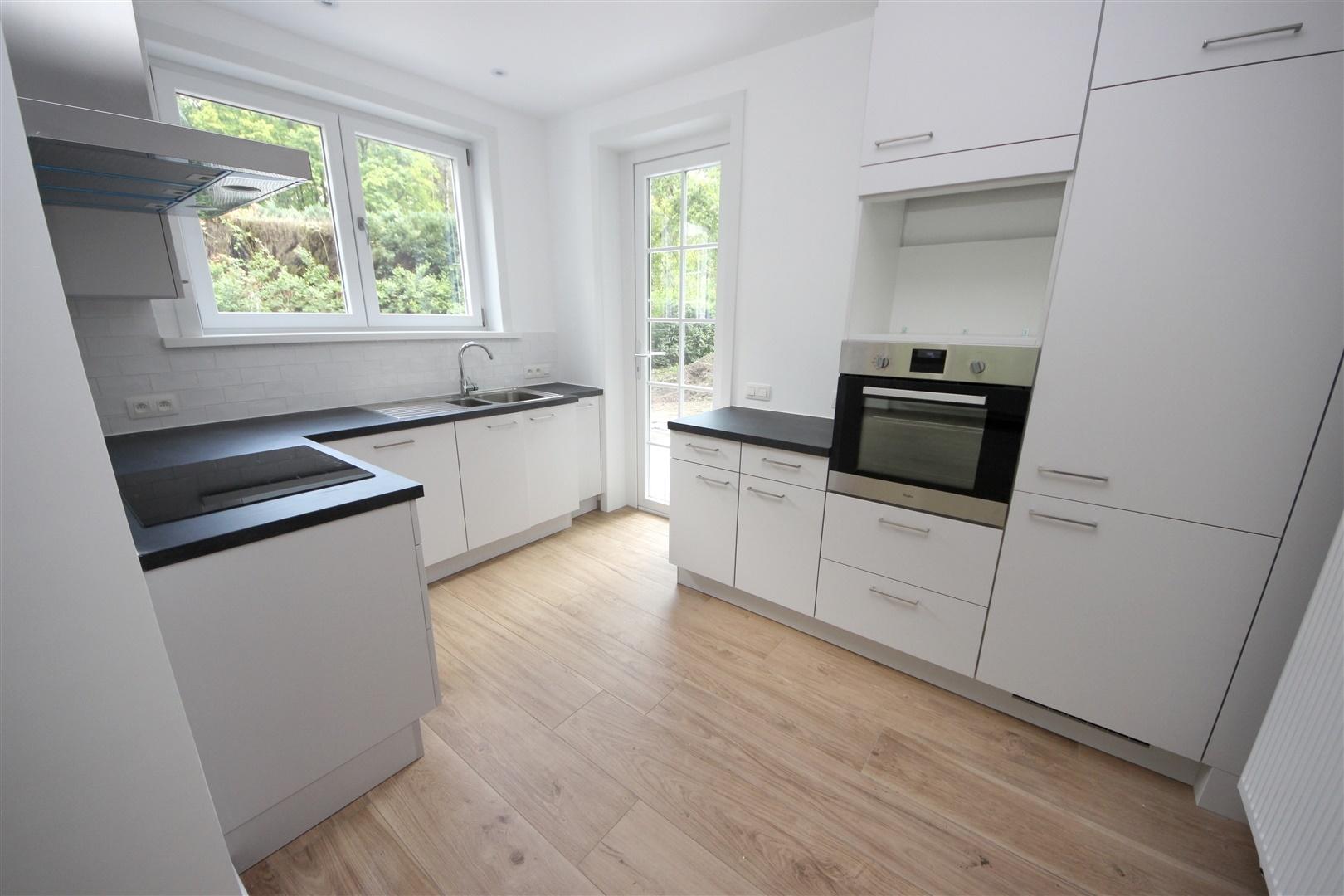Volledig gerenoveerde villa in residentiële wijk te Destelbergen