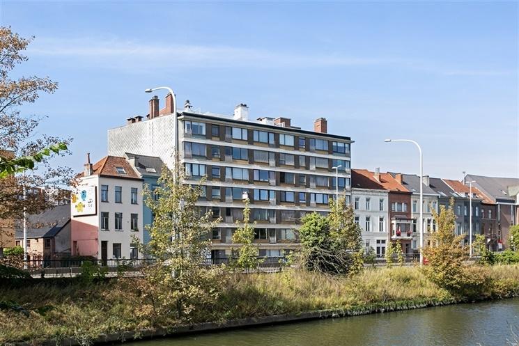 Kwalitatief gerenoveerd appartement met 3 slaapkamers in Gent centrum