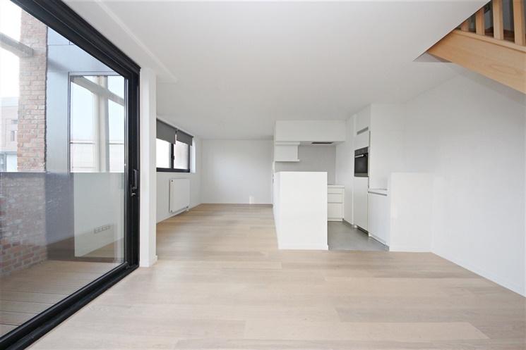 Aangenaam duplexappartement met ondergrondse autostandplaats op unieke site!