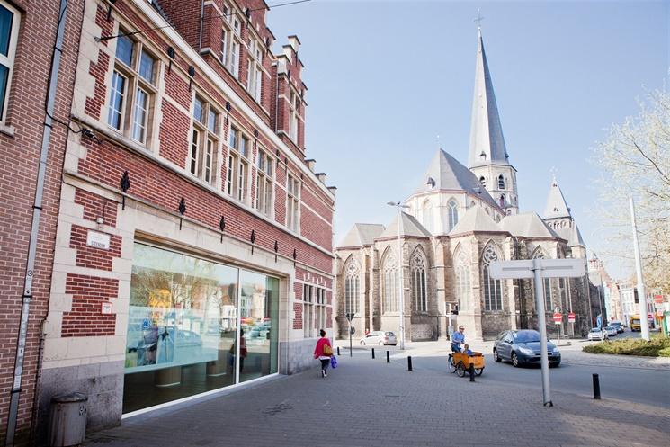 Multifunctionele ruimte met bovenverdieping nabij Sint-Jacobs!