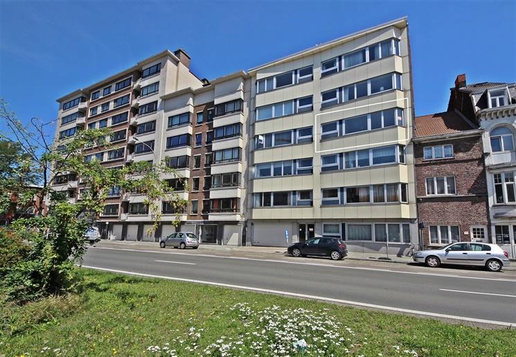 Recent gerenoveerd 3-slaapkamer appartement op gunstige locatie te Gent!