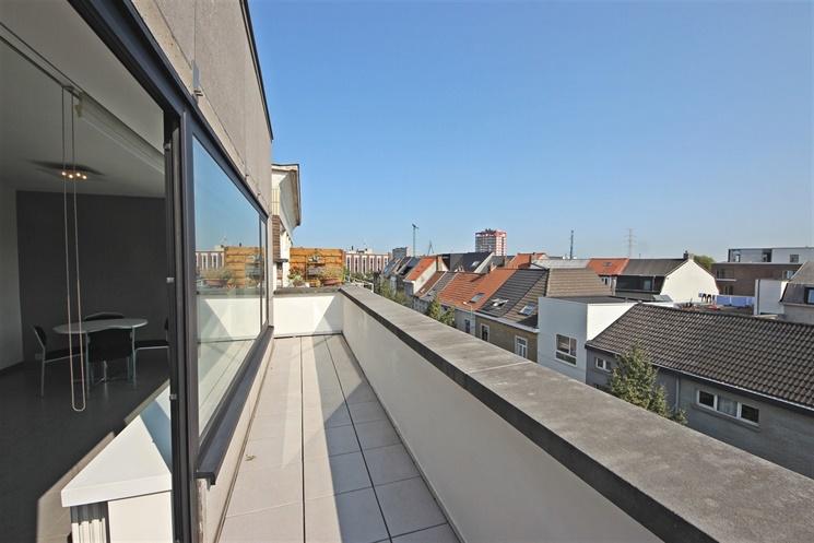 Prachtig 2-slaapkamer appartement met garage nabij Gent-Dampoort