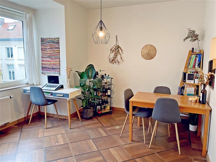 Lichtrijk twee-slaapkamer appartement op centrale ligging in hartje Gent!