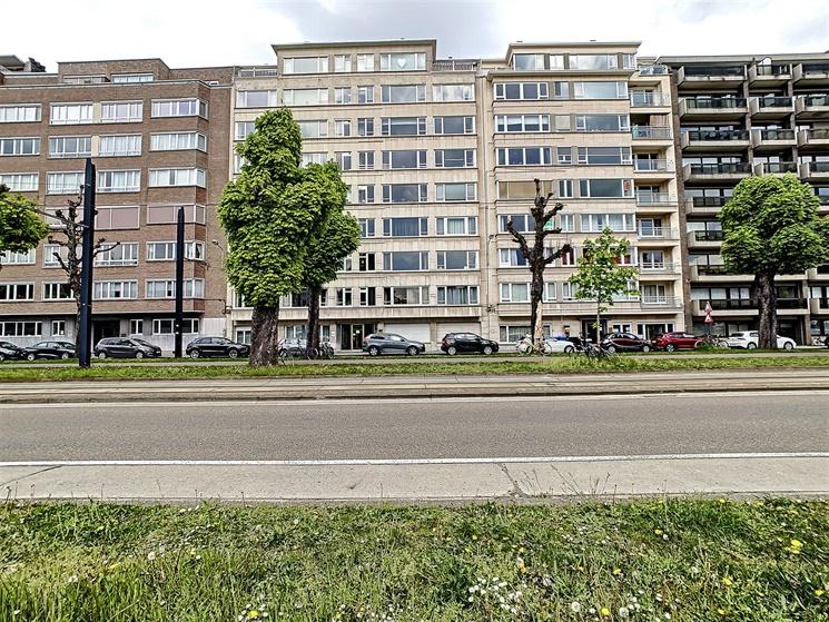 Lichtrijk appartement met zicht op de Fly-Over nabij Gent-Zuid!