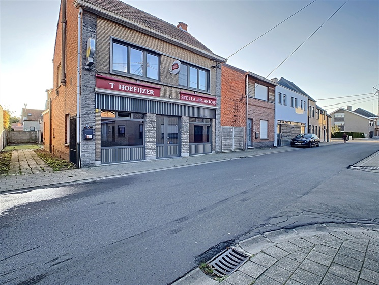 Ruime handelswoning met bijzonder veel potentieel in Hamme