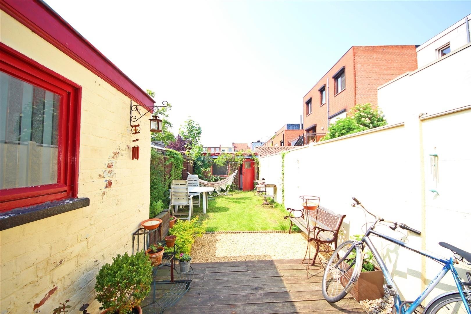 Te renoveren rijwoning met tuin op top locatie in gent for Tuin renoveren