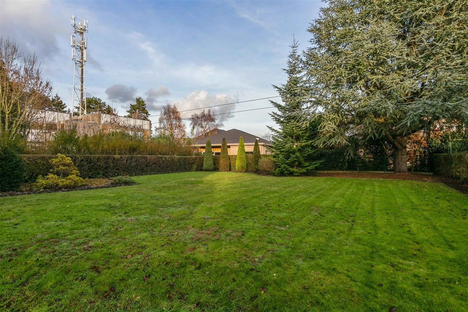 Karaktervolle villa met mooi aangelegde tuin te Gentbrugge