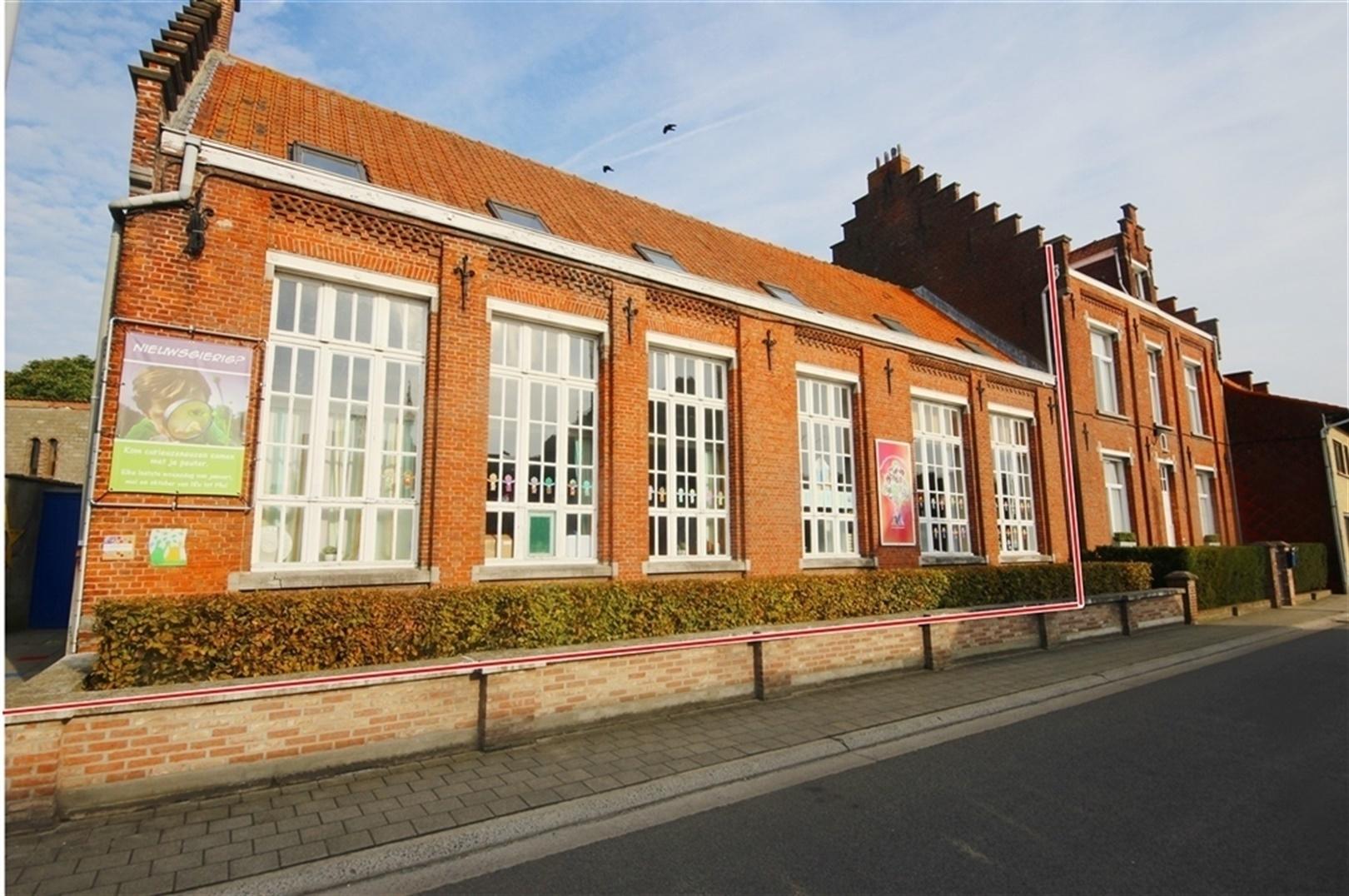 Karaktervol (school)gebouw op ruim 1.300m²