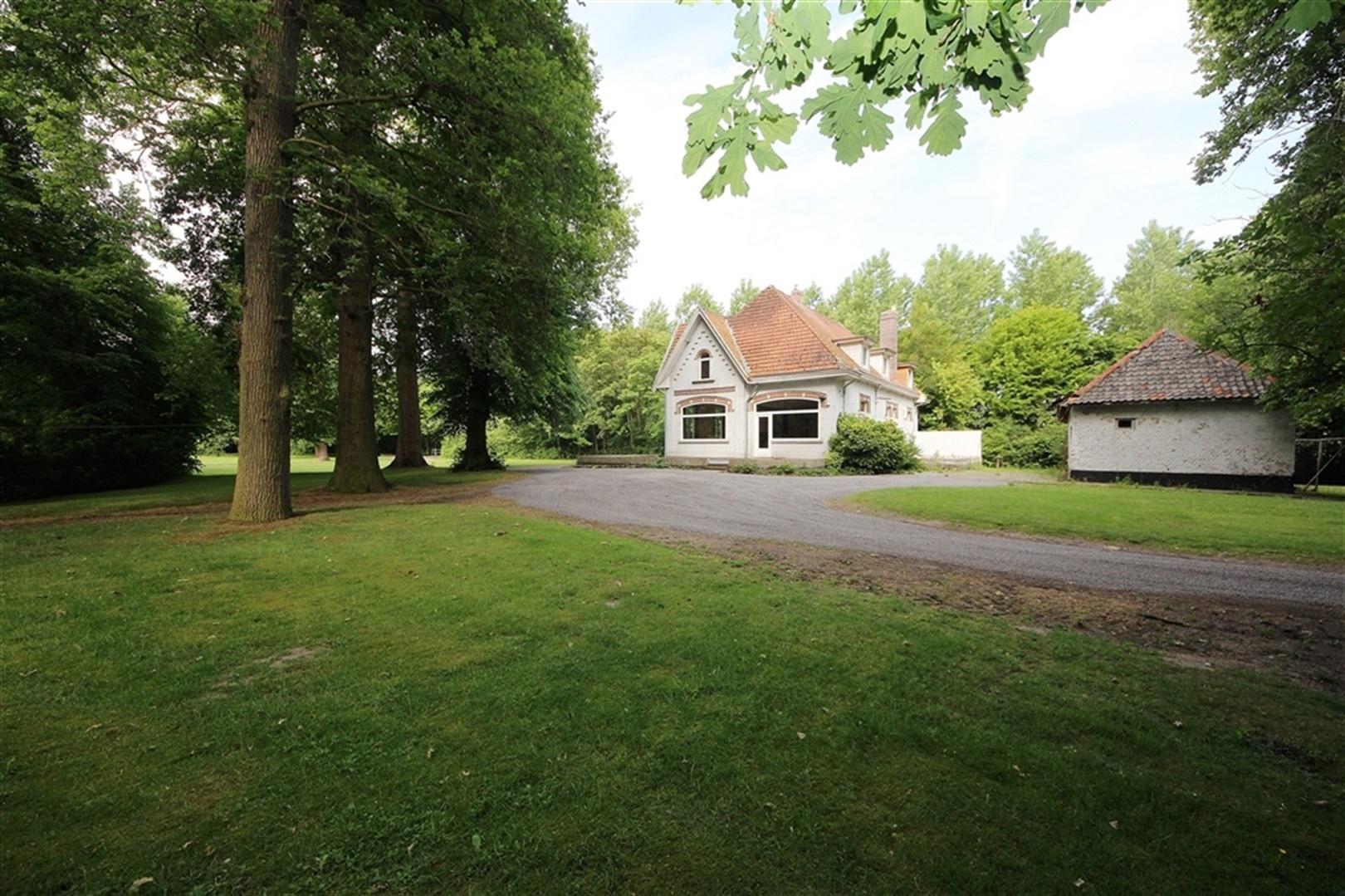 Charmante villa in groene omgeving te Lochristi!
