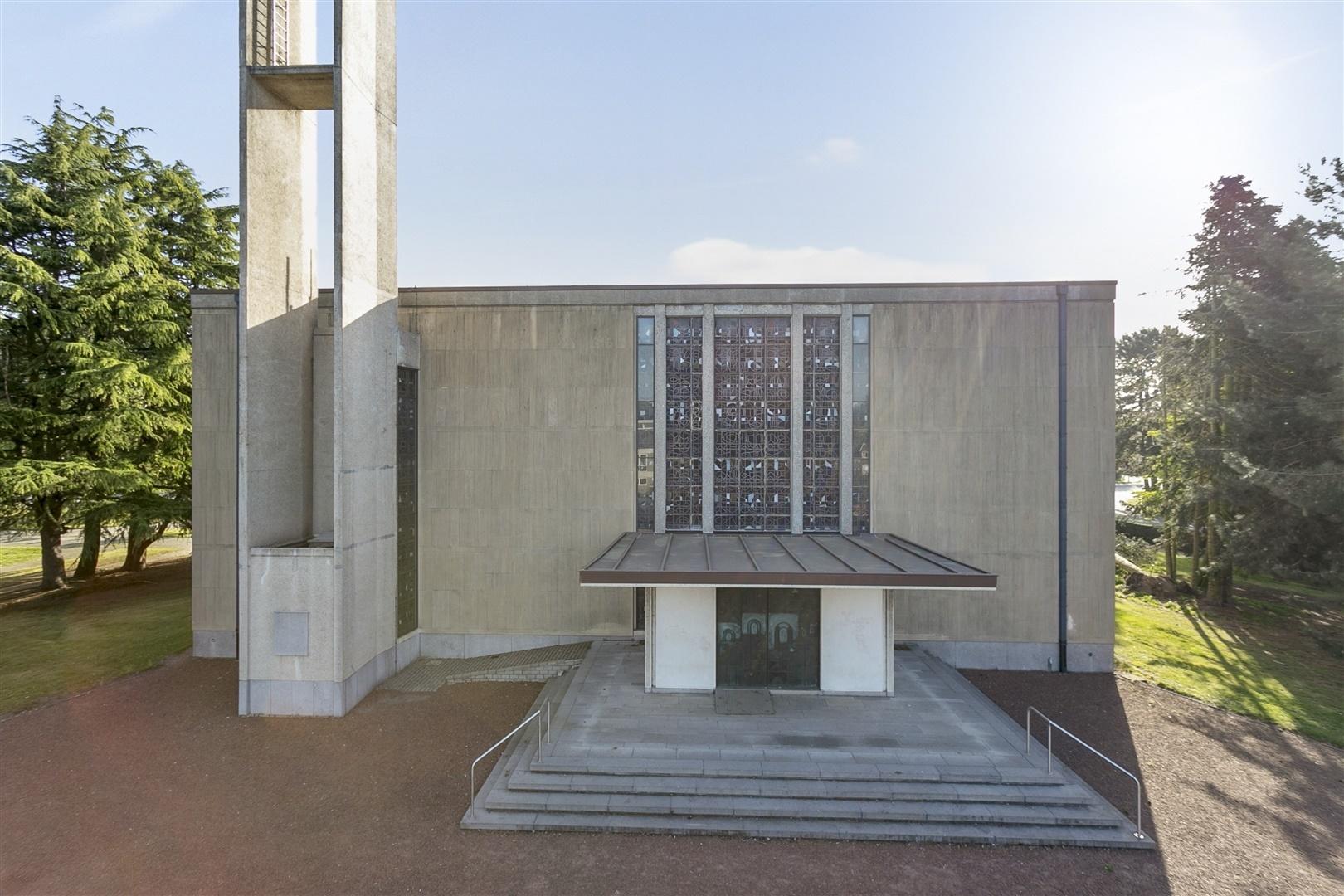 Unieke Kerk in modernistische stijl op een uitstekende locatie vlakbij Gent