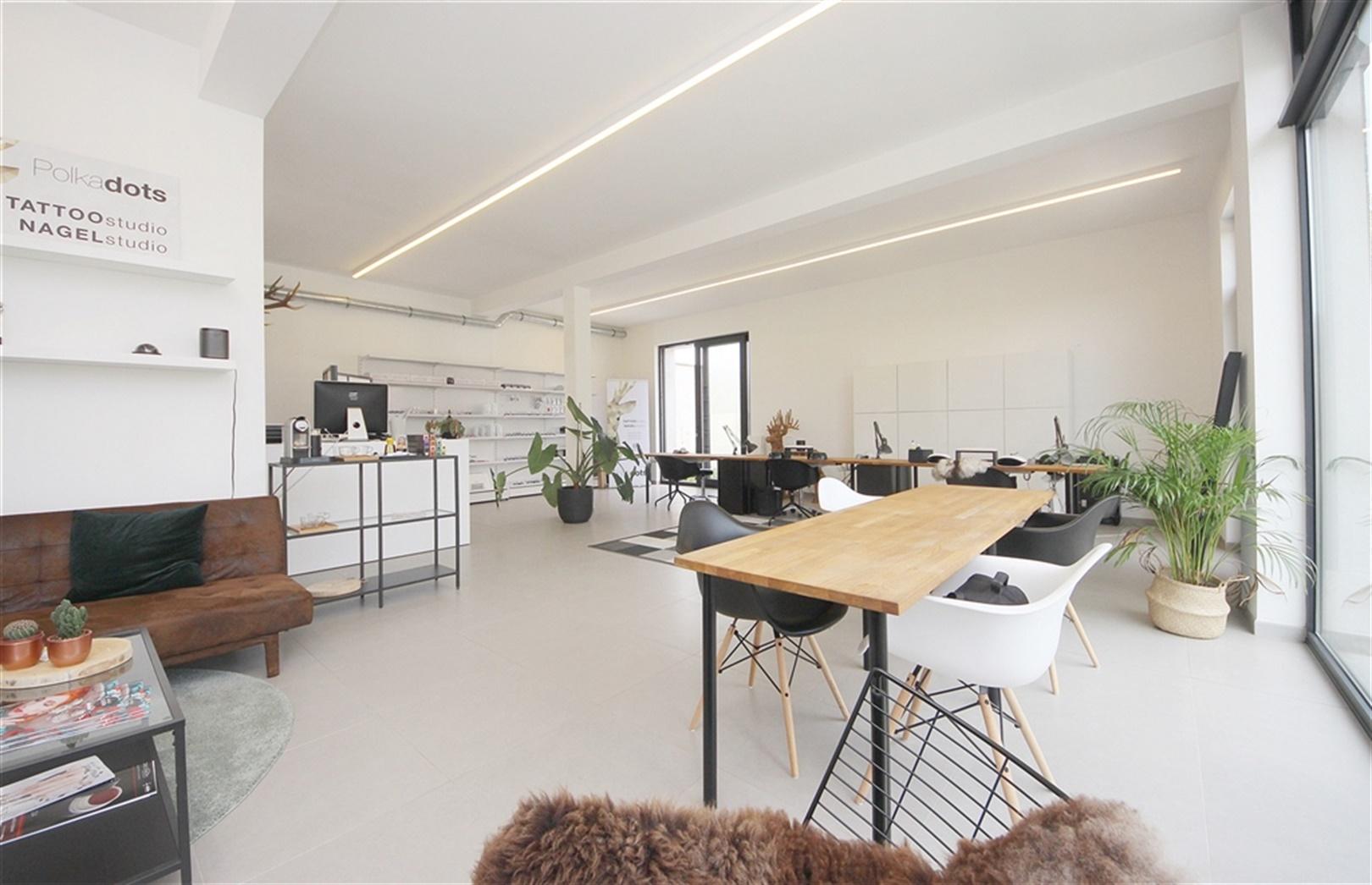 Multifunctionele kantoorruimte met parkeermogelijkheden te Wetteren!