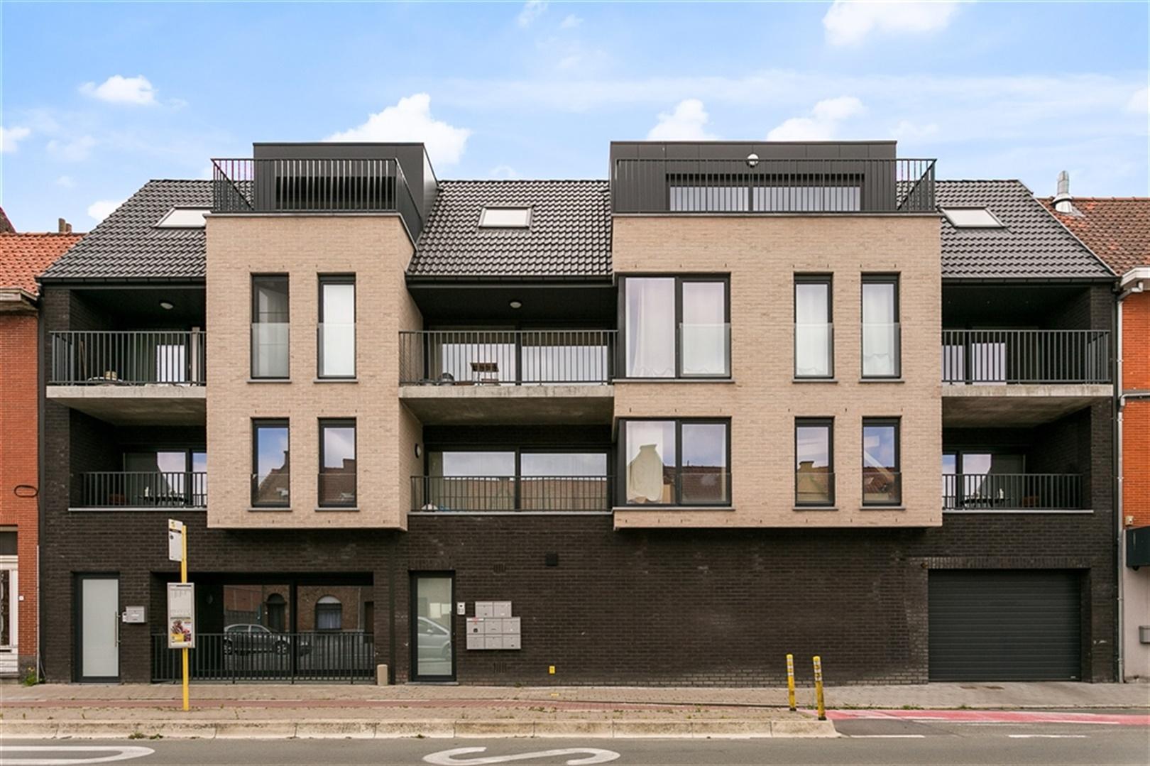 Lichtrijke penthouse met 2 slaapkamers te Kortrijk