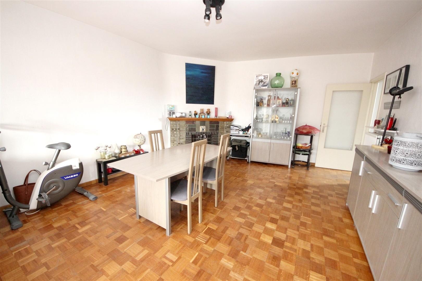 Ruim 2-slaapkamer appartement met autostaanplaats nabij Gent-Zuid