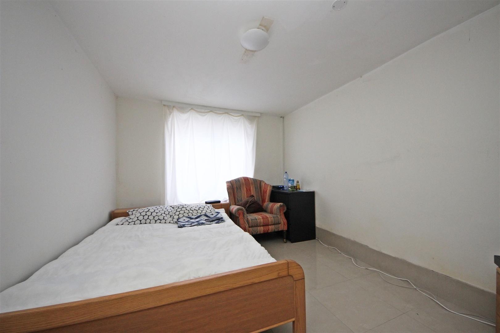 Opbrengsteigendom bestaande uit 5 kamers en 1 studio