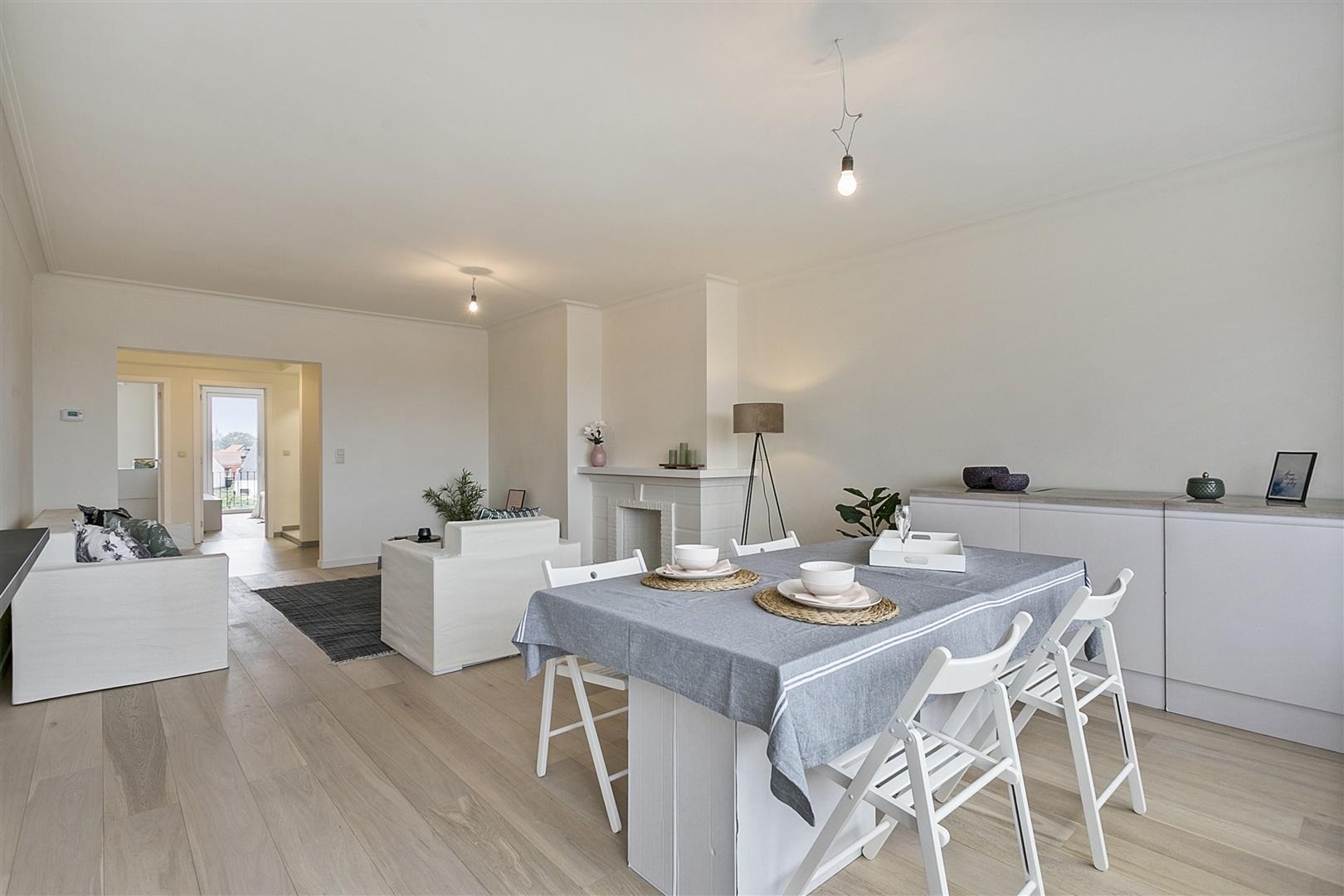 Kwalitatief gerenoveerd appartement met 2 slpk en terras