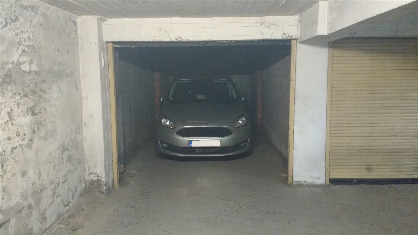 Afgesloten garagebox op gunstige ligging vlakbij de Vooruit!