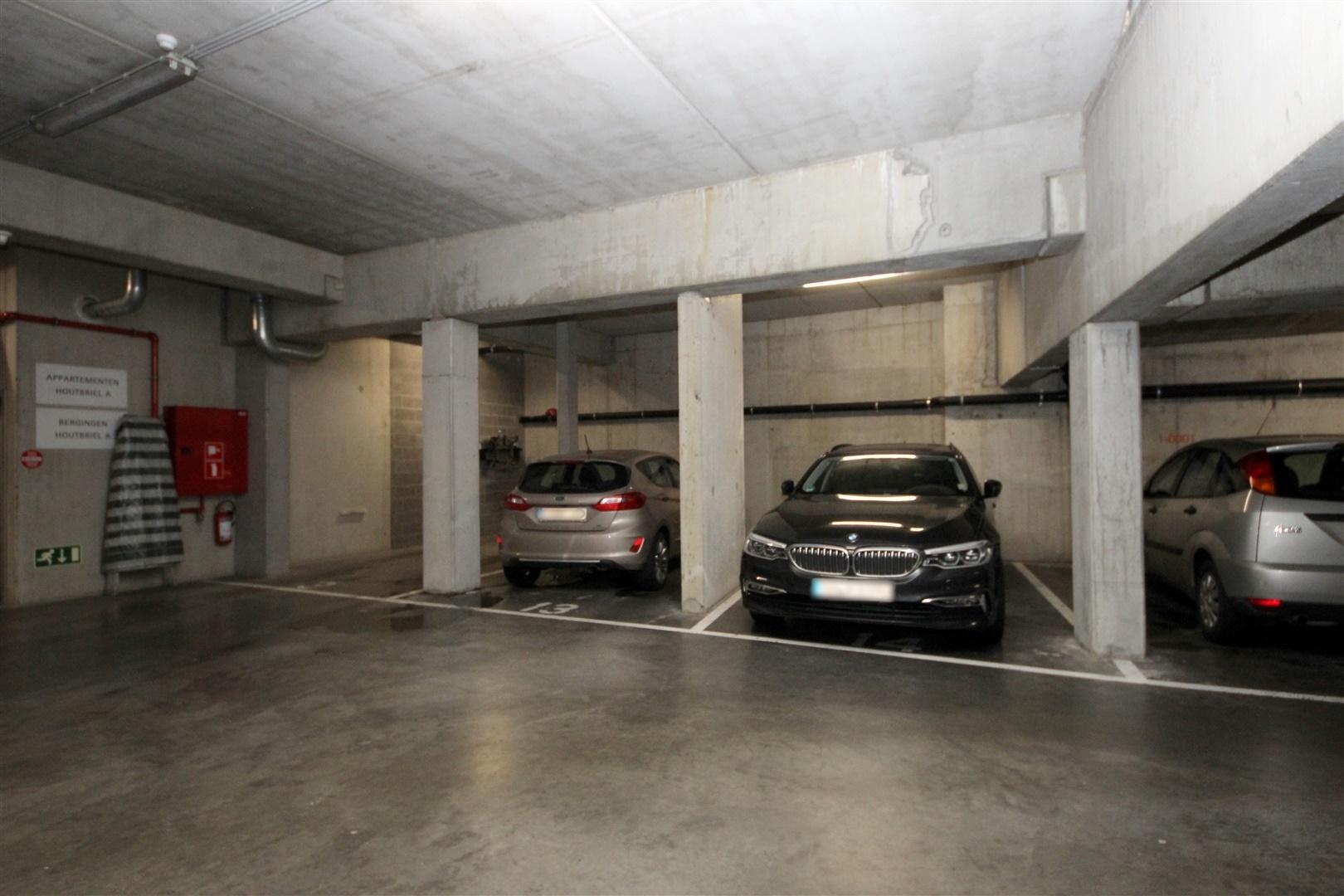 Ondergrondse autostaanplaats nabij Sint-Jacobs