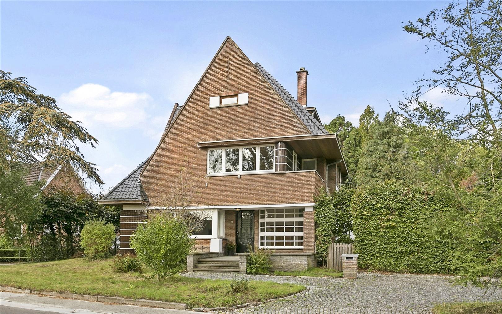 Uitzonderlijke architectenvilla met fantastische tuin in Wichelen