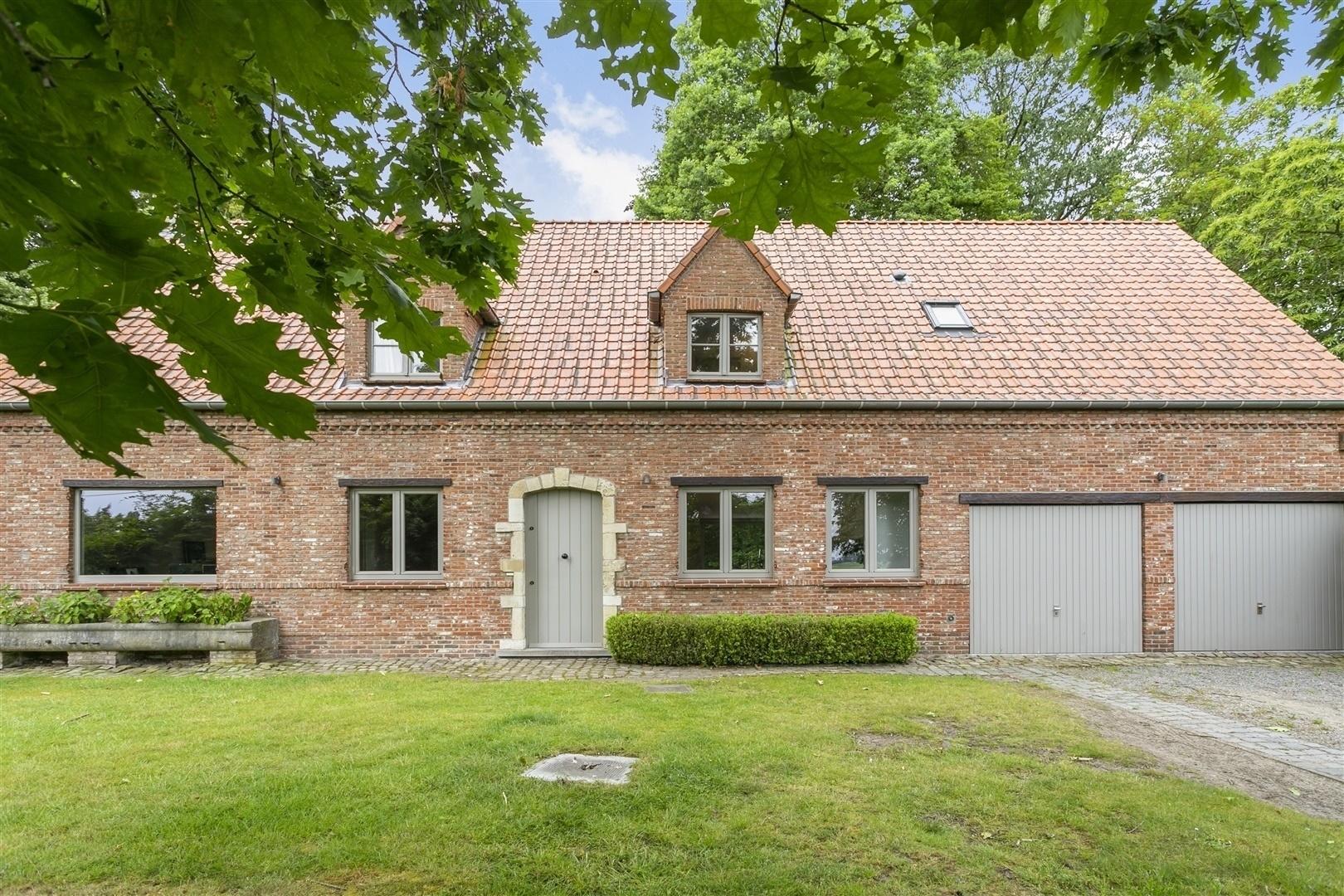 Prachtige villa met 4 slaapkamers op riant perceel in Zomergem