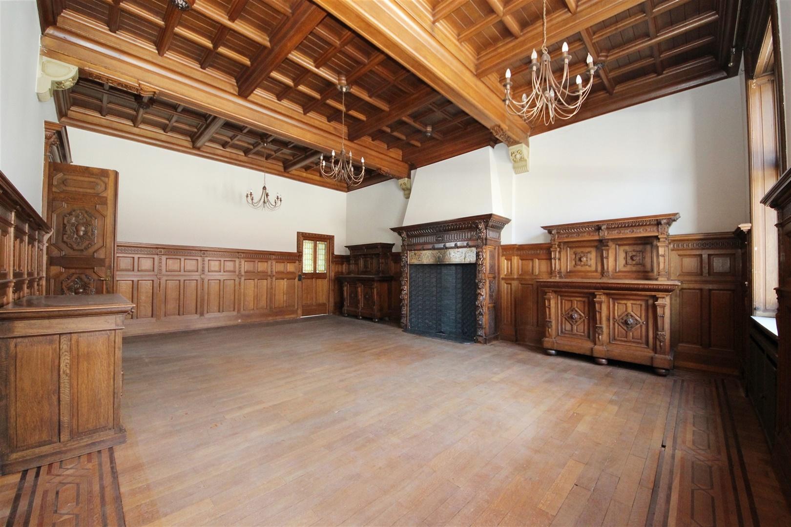Prachtig gerenoveerd appartement met klasse en uitstraling in een statige, imposante herenwoning!