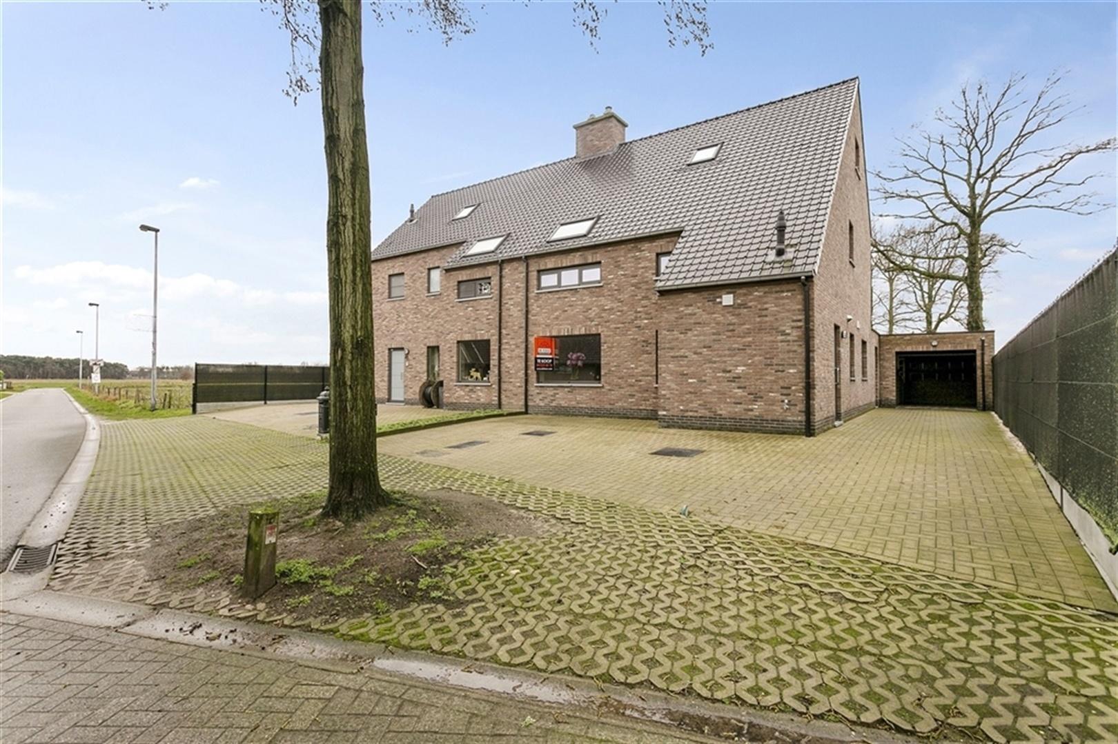 Energiezuinige woning met 5 slaapkamers in het landelijke Stekene.