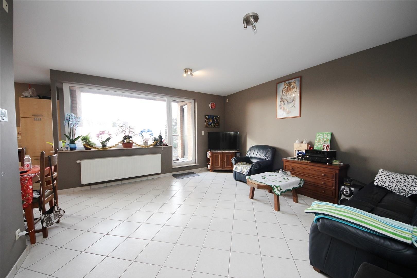 Praktisch duplexappartement met 4 slaapkamers en 2 keukens