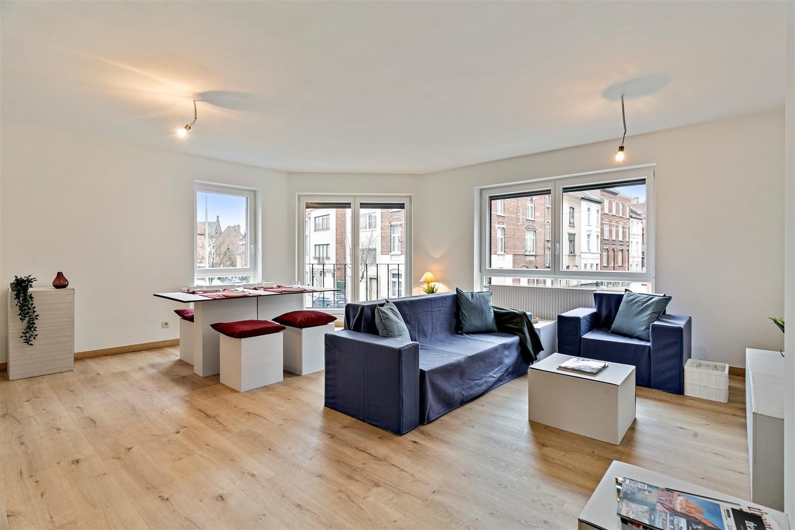 Topper: instapklaar gerenoveerd appartement met 2 slaapkamers!