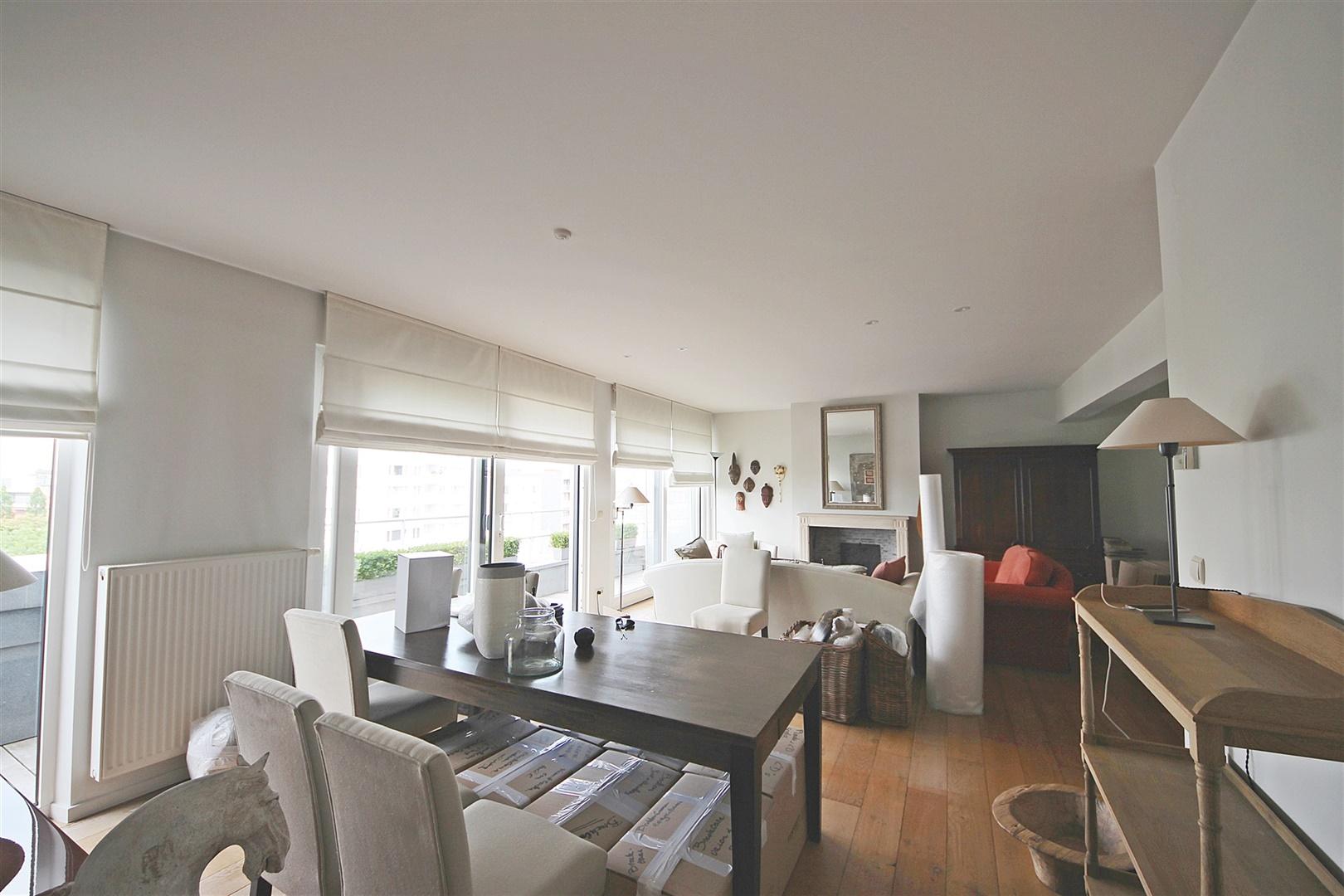 Ruim penthouse met 2 slaapkamers en 2 riante terrassen aan station Gent-Sint-Pieters