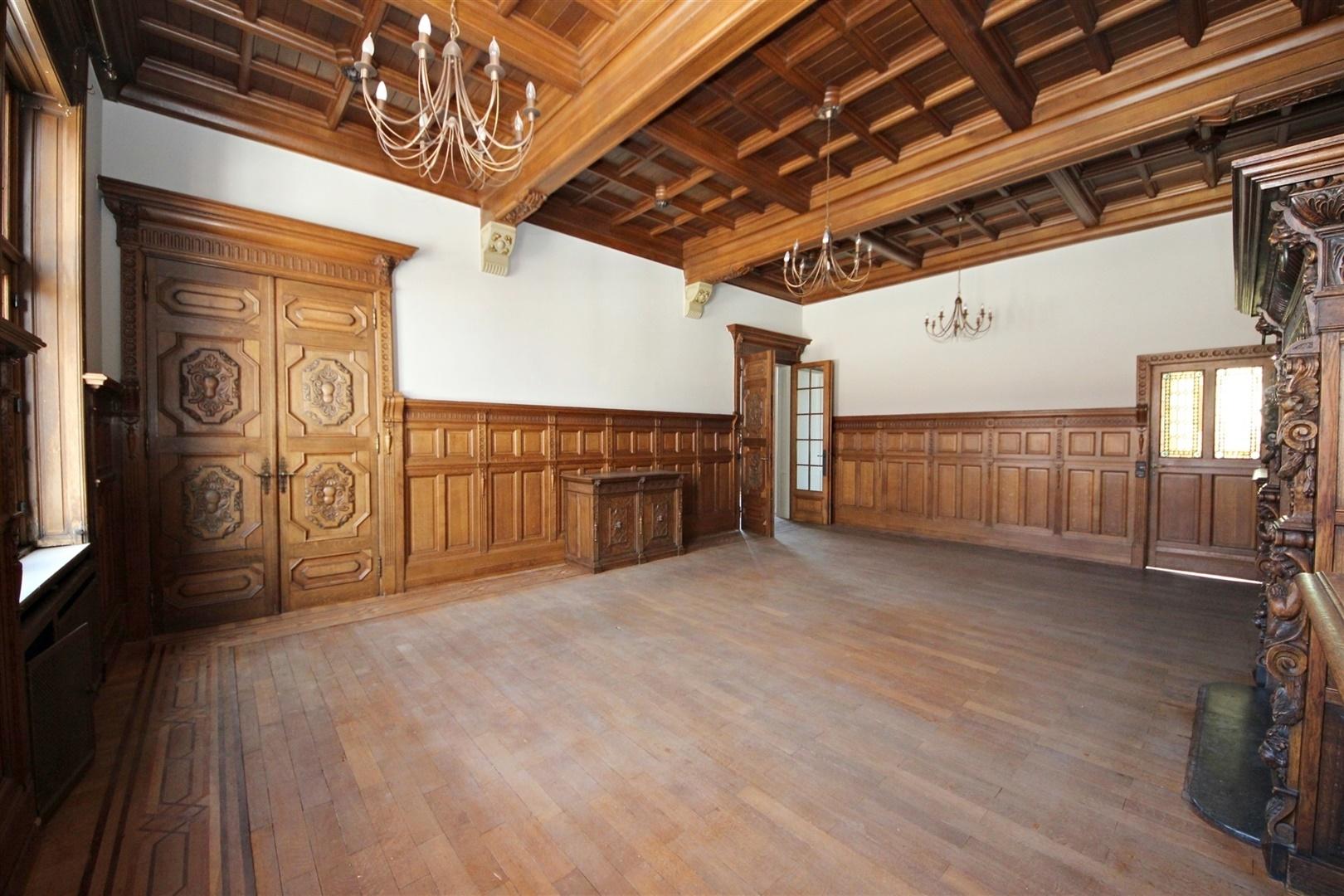 Prachtig gerenoveerd appartement in een statige herenwoning te Gent!