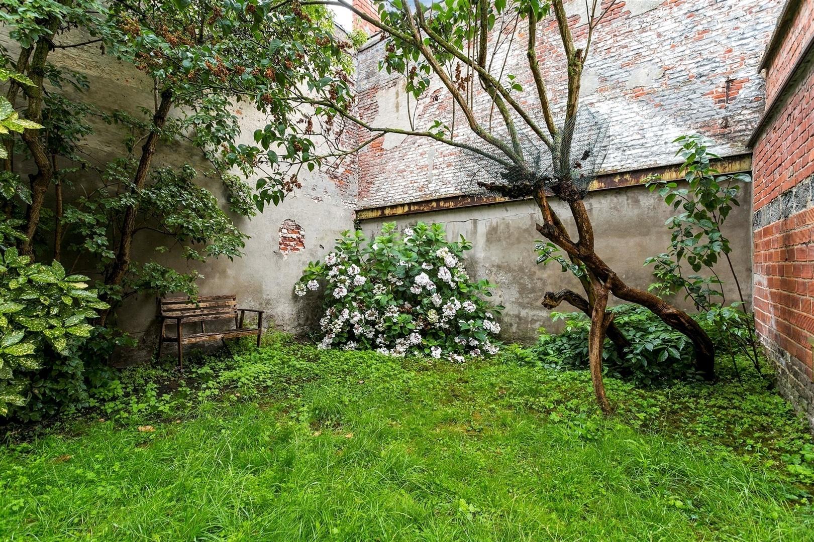 Stadswoning met potentieel en tuin nabij Gent Zuid