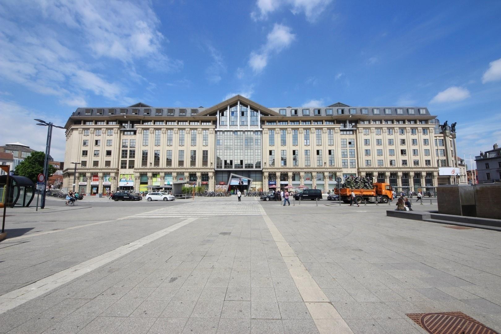 Riant 1 slaapkamerappartement van 180m² boven het Shopping van Gent-Zuid!