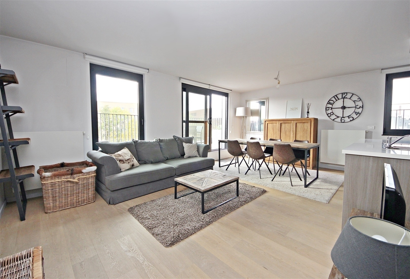 Instapklare penthouse met 2 prachtige terrassen nabij Ter Platen!