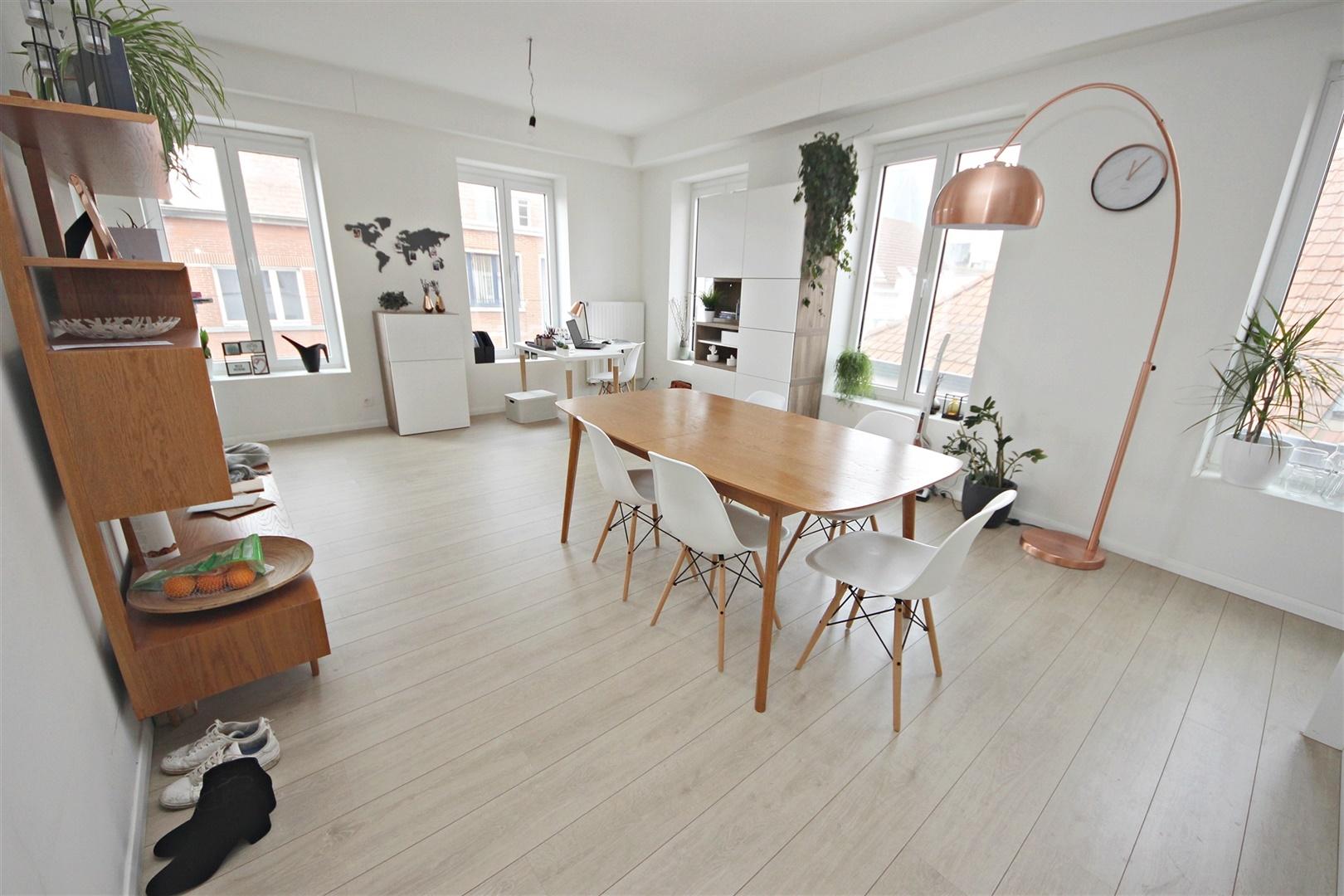 Prachtig gerenoveerd appartement met 2 slaapkamers