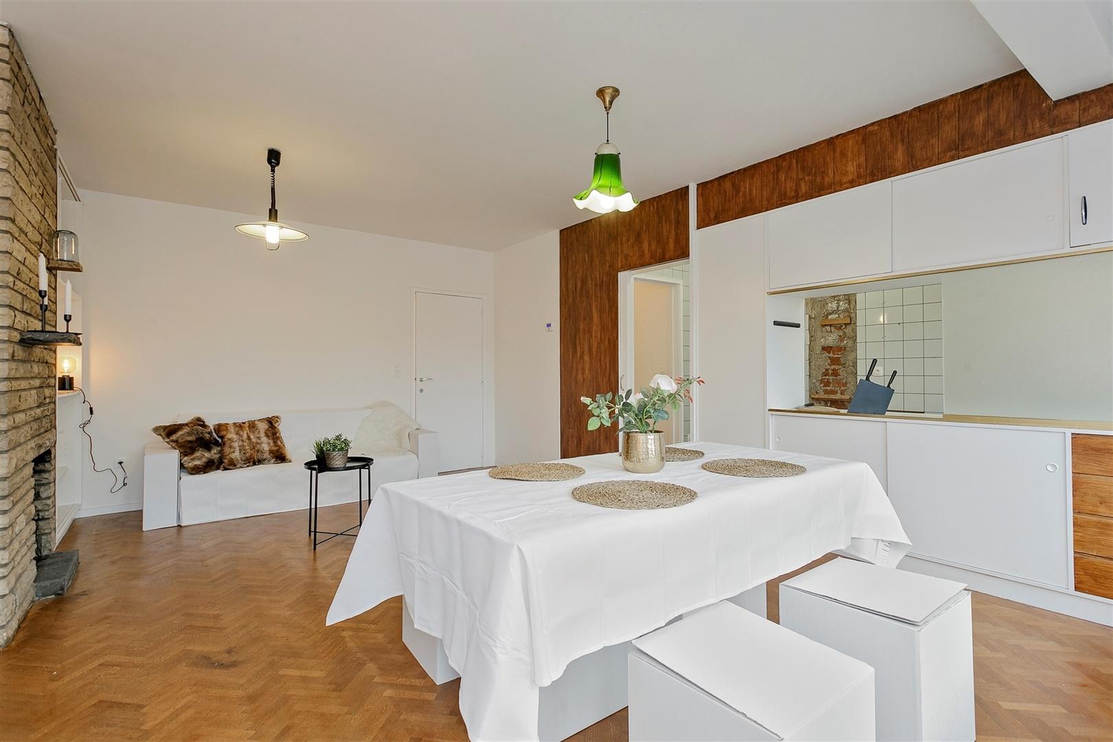 Op te frissen appartement met 2 slaapkamers in centrum Gent