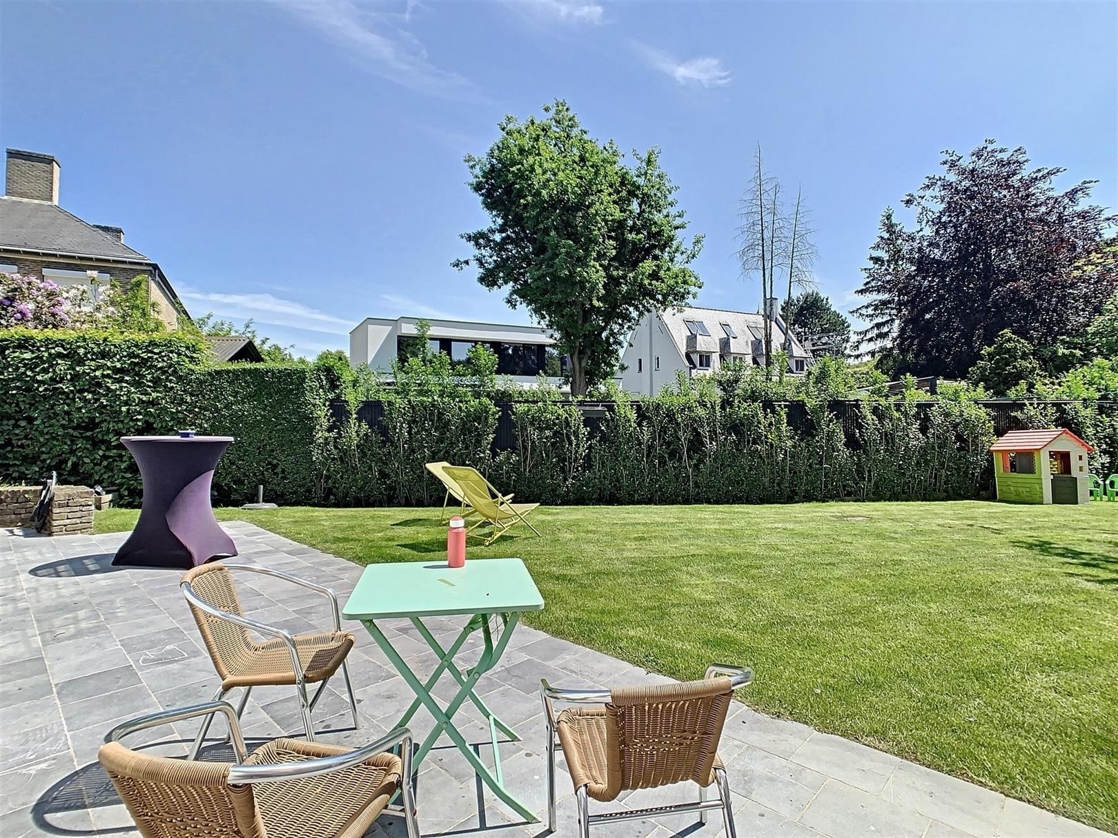 Charmante en lichtrijke halfopen bebouwing met tuin te Sint-Denijs-Westrem!