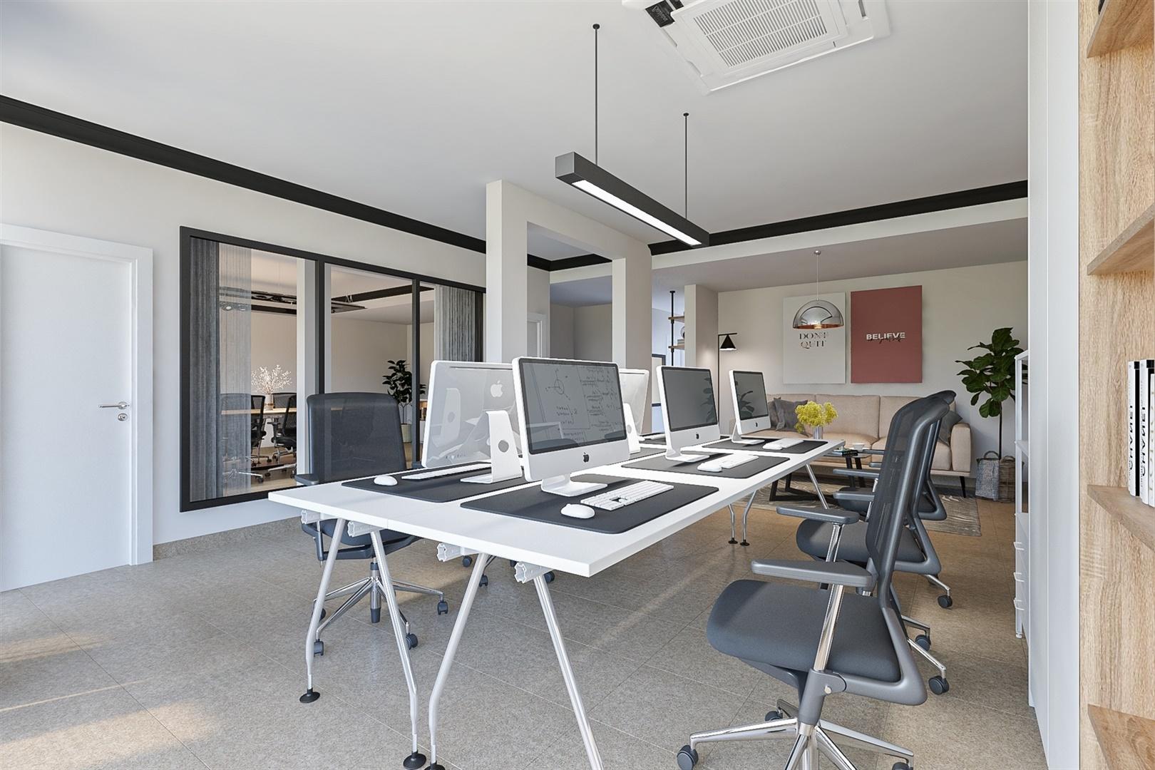 Handelszaak/kantoor met kelder en studio nabij centrum Gent
