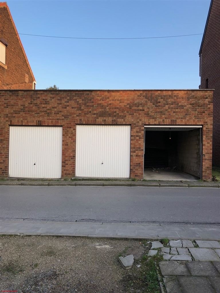 lot de 3 garages recents a rue vendre ch telineau 6200 agence l 39 opportunit. Black Bedroom Furniture Sets. Home Design Ideas